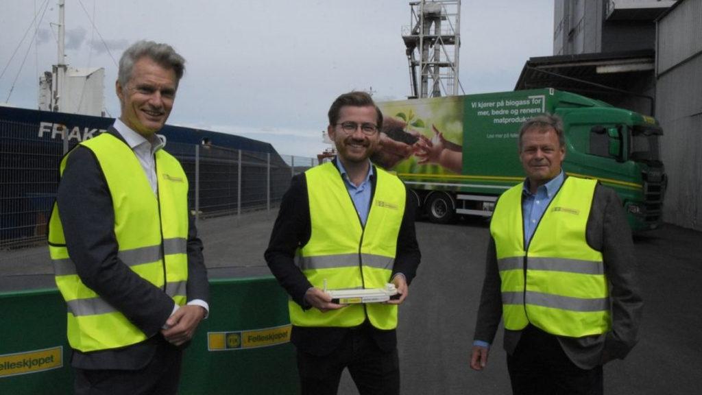 Her Felleskjøpet og HeidelbergCement sammen med Klima og miljøminister Sveinung Rotevatn.